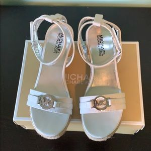 Michael kors youth sandals size 4
